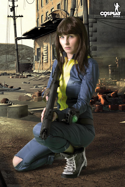 Female vault dweller cosplay